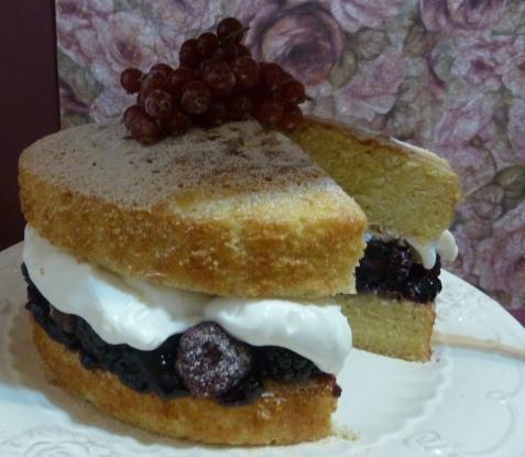 Victoria Sponge Cake con sus frutitas... Moras, Arandanos, Frambuesas y Grosellas.