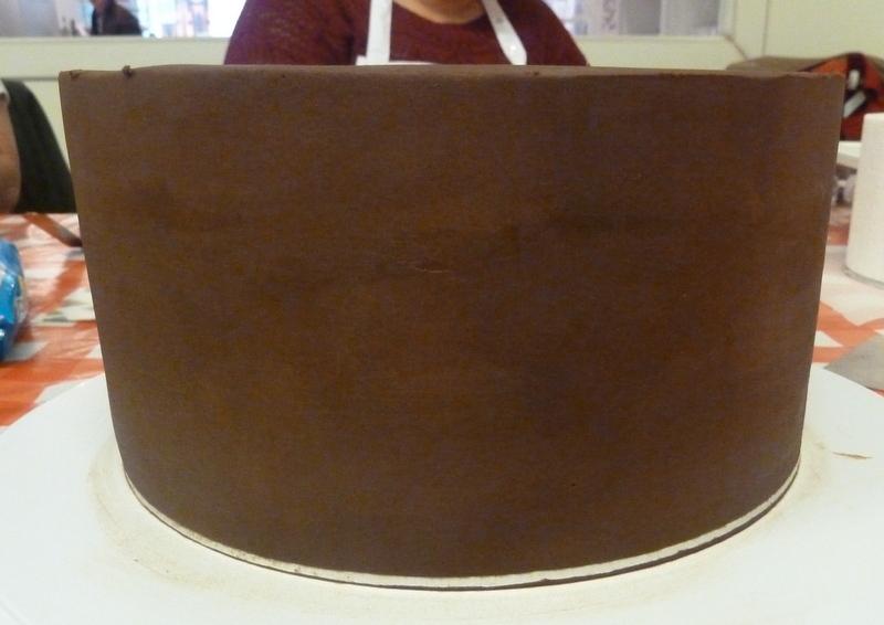 Tarta cubierta con ganache de chocolate